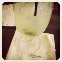 Foto tirada no(a) Fairmont Miramar Hotel & Bungalows por Johnson B. em 5/11/2012
