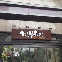 Photo taken at 깐부치킨 (kkanbu chicken) by john k. on 6/1/2012