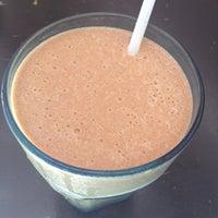 Foto diambil di Jonah's Fruitshake and Snackbar oleh Raffy T. pada 4/12/2012