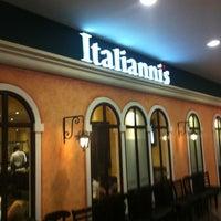 Foto tomada en Italianni's por Robert G. el 4/10/2012