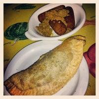 Foto tomada en Rolando's Cuban Restaurant por Elaine M. el 8/18/2012