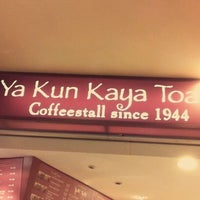 Photo taken at Ya Kun Kaya Toast by Khanh D. on 3/3/2012