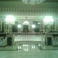 8/15/2012 tarihinde Ceyda S.ziyaretçi tarafından Çiragan Palace Kempinski Art Gallery'de çekilen fotoğraf