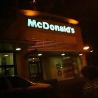 Foto tirada no(a) McDonald's por Pierre Rocha em 9/8/2012