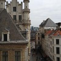 Foto scattata a Hotel Amigo da Joel S. il 6/2/2012