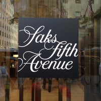 Photo prise au Saks Fifth Avenue par Sonya R. le7/2/2012
