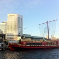 Photo taken at 日の出桟橋 水上バス乗り場 by yukochigasaki on 8/28/2012