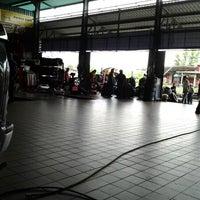 Photo taken at S&L Trading Kedai Tayar Perindustrian Lambak by Nui Z. on 7/30/2012