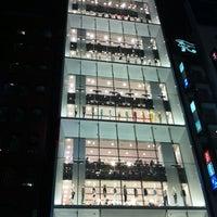 Das Foto wurde bei UNIQLO von Nori am 3/16/2012 aufgenommen