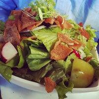 Foto tirada no(a) Saj Restaurante por Martha N. em 6/26/2012