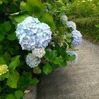 Photo taken at 麻綿原天拝園 (妙法生寺) by H K. on 6/24/2012