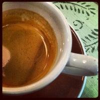 Foto tomada en Bittersweet Chocolate Cafe por Tony B. el 8/14/2012