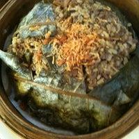 Photo taken at Slim Taste 纤味拉面馆 by Vina E. on 5/22/2012