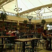 Foto tomada en Patio de Comidas Mall Florida Center por Ignacio A. el 3/1/2012