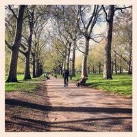 รูปภาพถ่ายที่ Green Park โดย elena p. เมื่อ 4/26/2012