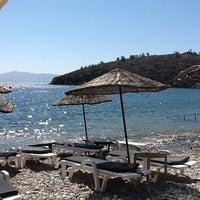 Photo taken at Yeşim Beach & Restaurant by Hande T. on 8/31/2012