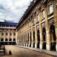 Foto tirada no(a) Jardin du Palais Royal por Ricardo D. em 9/13/2012