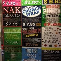 5/22/2012 tarihinde Luis D.ziyaretçi tarafından Trujillo's Taco Shop'de çekilen fotoğraf