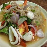 Photo taken at ส้มตำเจ้บาง by Nunoizz L. on 5/29/2012