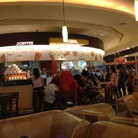 Photo taken at J.CO Donuts & Coffee by Vivi G. on 6/16/2012
