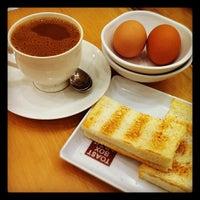Photo taken at Toast Box 土司工坊 by gloria C. on 8/6/2012