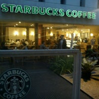 Foto tirada no(a) Starbucks por Lucas M. em 2/2/2012