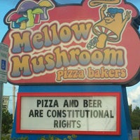 Photo taken at Mellow Mushroom by NIN S. on 7/14/2012