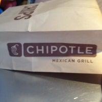 Foto tirada no(a) Chipotle Mexican Grill por Ryan T. em 5/12/2012