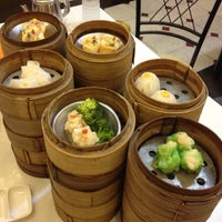 Photo taken at Chokdee Dimsum by Joy_Apiradee .. on 4/20/2012