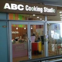 Photo taken at ABC Cooking Studio by Norikazu N. on 8/21/2012