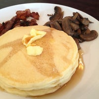 Photo prise au Strictly Pancakes par Angeline S. le3/17/2012