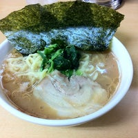 Photo taken at 横浜ラーメン町田家 相模原矢部店 by aiko on 7/10/2012