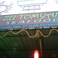 Photo taken at Zu Tomyam Seafood by Faizal S. on 8/29/2012