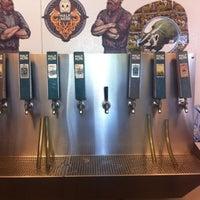 รูปภาพถ่ายที่ Half Acre Beer Company โดย Jessica เมื่อ 7/28/2012