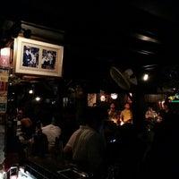 Foto tomada en Riverside Bar & Restaurant por Lek p. el 7/16/2012