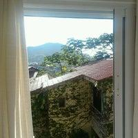 Foto tirada no(a) Pousada Vila do Bosque por Katia Regina D. em 4/4/2012