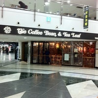 Photo taken at The Coffee Bean & Tea Leaf by Stella K. on 2/14/2012