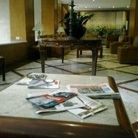 Foto tirada no(a) Hotel San Raphael por Júlia M. em 7/8/2012