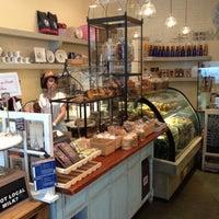 Foto tomada en Cafe M por Rikei K. el 8/23/2012
