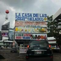 Foto tomada en La Casa de las Frutas, Jugos y Helados por Jose F. el 7/20/2012