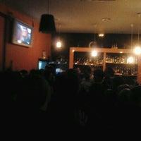 Foto tomada en Le Cab. Café Chill por Jessik B. el 3/2/2012