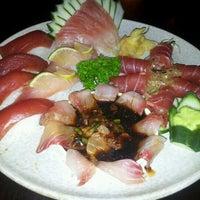 Photo taken at Sushi Temakeria Doo Doo by Braulio on 4/10/2012