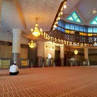 Photo taken at Masjid Negara (National Mosque) by Termizi S. on 4/21/2012
