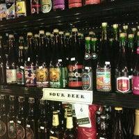 6/3/2012 tarihinde Beth Y.ziyaretçi tarafından Chuck's Hop Shop'de çekilen fotoğraf