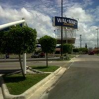 Foto tomada en Walmart por Jimena el 8/15/2012