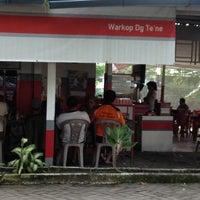 Photo taken at WARKOP DG TE'NE MAROS by Hery Kurniawan on 3/26/2012