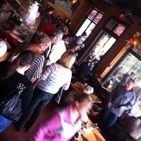 Foto tirada no(a) Empire Cafe por Rick M. em 2/26/2012