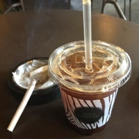 Photo taken at ZOO COFFEE by Janghoon K. on 4/16/2012