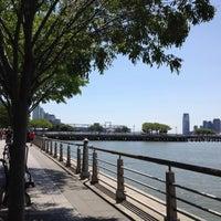 Das Foto wurde bei Hudson River Park Run von Cami B. am 5/18/2012 aufgenommen