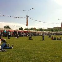 5/12/2012 tarihinde Celineo 🐥ziyaretçi tarafından Bilkent Mayfest Çim Alanı'de çekilen fotoğraf